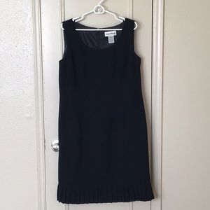 Danny & Nicole Black Dress Size 16